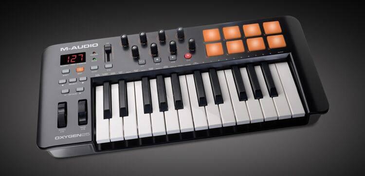 M-Audio Oxygen25-IV 25-Key USB MIDI Keyboard Controller Product Image 3