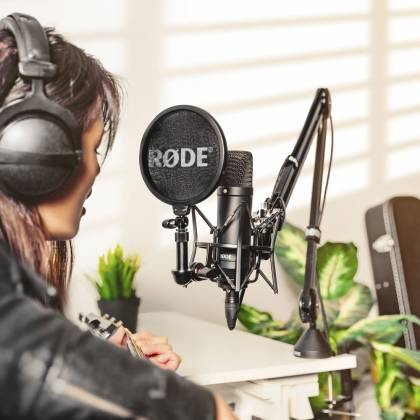 "Rode NT1 Kit 1"" Cardioid Condenser Microphone with SM6 Shock Mount and Pop Filter nt-1-kit Product Image 2"
