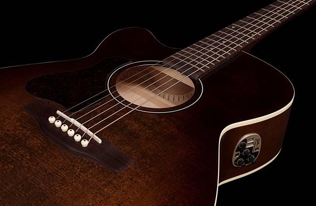 Art & Lutherie 042715 Legacy Bourbon Burst CW QIT 6 String LH Acoustic Electric Guitar 042715 Product Image 5