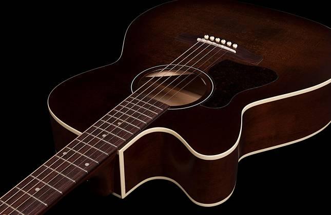 Art & Lutherie 042715 Legacy Bourbon Burst CW QIT 6 String LH Acoustic Electric Guitar 042715 Product Image 3