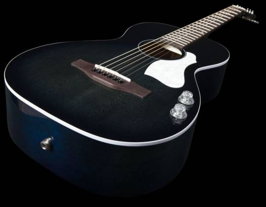 Art & Lutherie 047703-d2019 Roadhouse Q-Discrete Parlor 6 String RH Acoustic/Electric Guitar – Indigo Burst with Bag Product Image 9