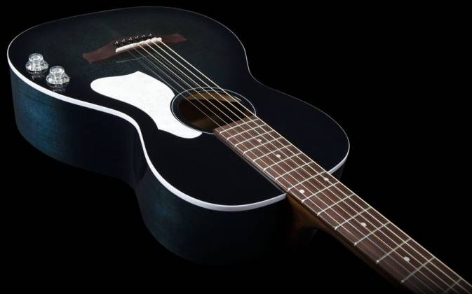Art & Lutherie 047703-d2019 Roadhouse Q-Discrete Parlor 6 String RH Acoustic/Electric Guitar – Indigo Burst with Bag Product Image 6
