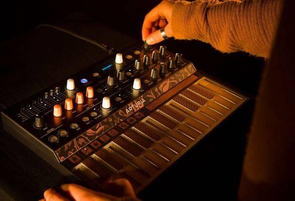 Arturia MICROFREAK 25-Key Hybrid Analog Synth micro-freak Product Image 5