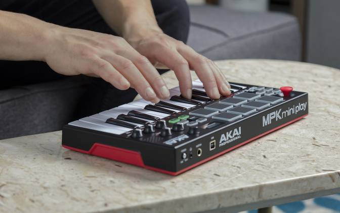 Akai MPKMINIPLAYXUS Compact 25 Note Keyboard and Pad MIDI Controller with Built-in Speakers mpk-mini-play-xus Product Image 10