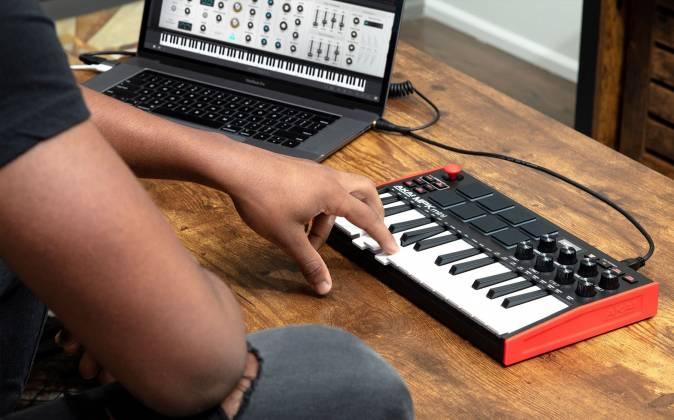 Akai MPK Mini 3 USB MIDI Compact Keyboard and Pad Controller mpk-mini-3 Product Image 8