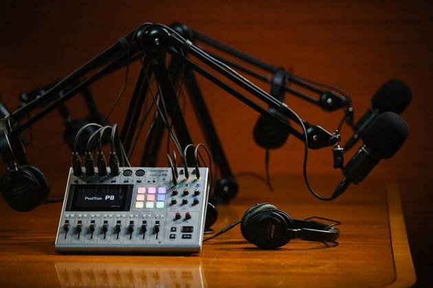 Zoom P8 PodTrak  8-Channel Podcasting Mixer zp-8 Product Image 9