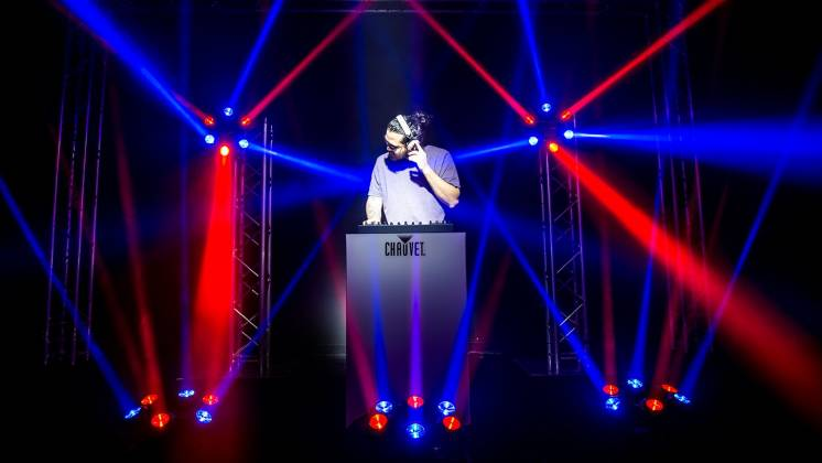 Chauvet DJ Helicopter Q6 Multi-Effect Moving Head Light with Strobe and Red Green Laser  Product Image 2