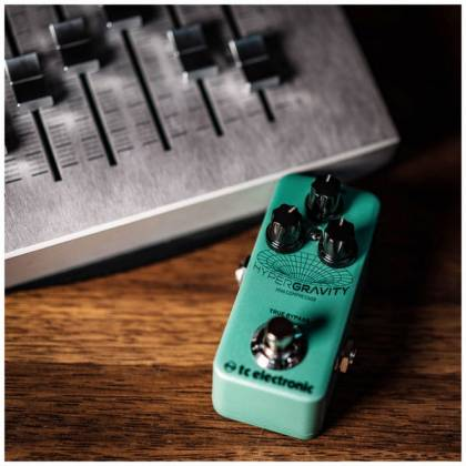 TC Electronic HYPER G COMP MINI HyperGravity Mini Compressor Guitar Effects Pedal hyper-g-comp-mini Product Image 4